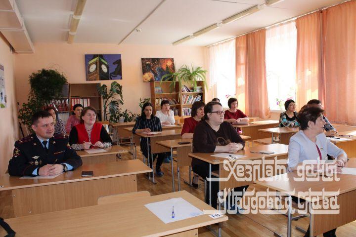 Родители школьников Кукмора сдали единый республиканский экзамен потатарскому языку